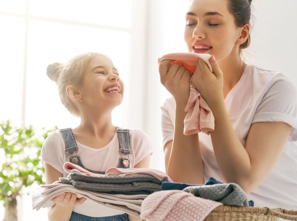 Natural Laundry Detergent: The Best DIY Recipe and Store Bought Options