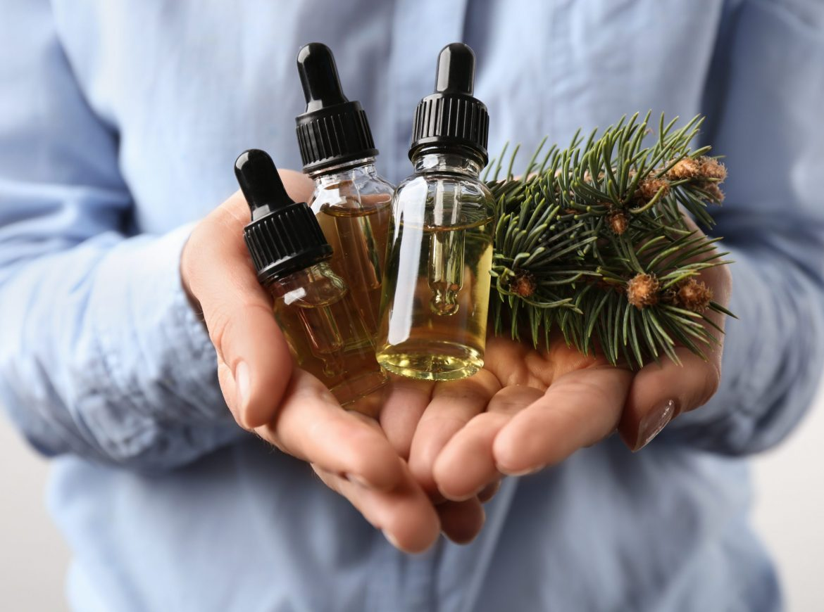 Christmas Essential Oil Blends that Will Get You in the Holiday Spirit